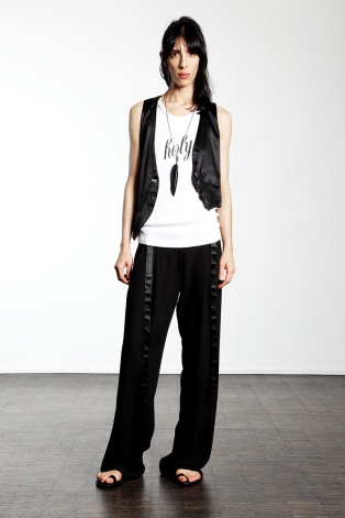 Ann-Demeulemeester-Pre-Spring-2013-Womenswear-1